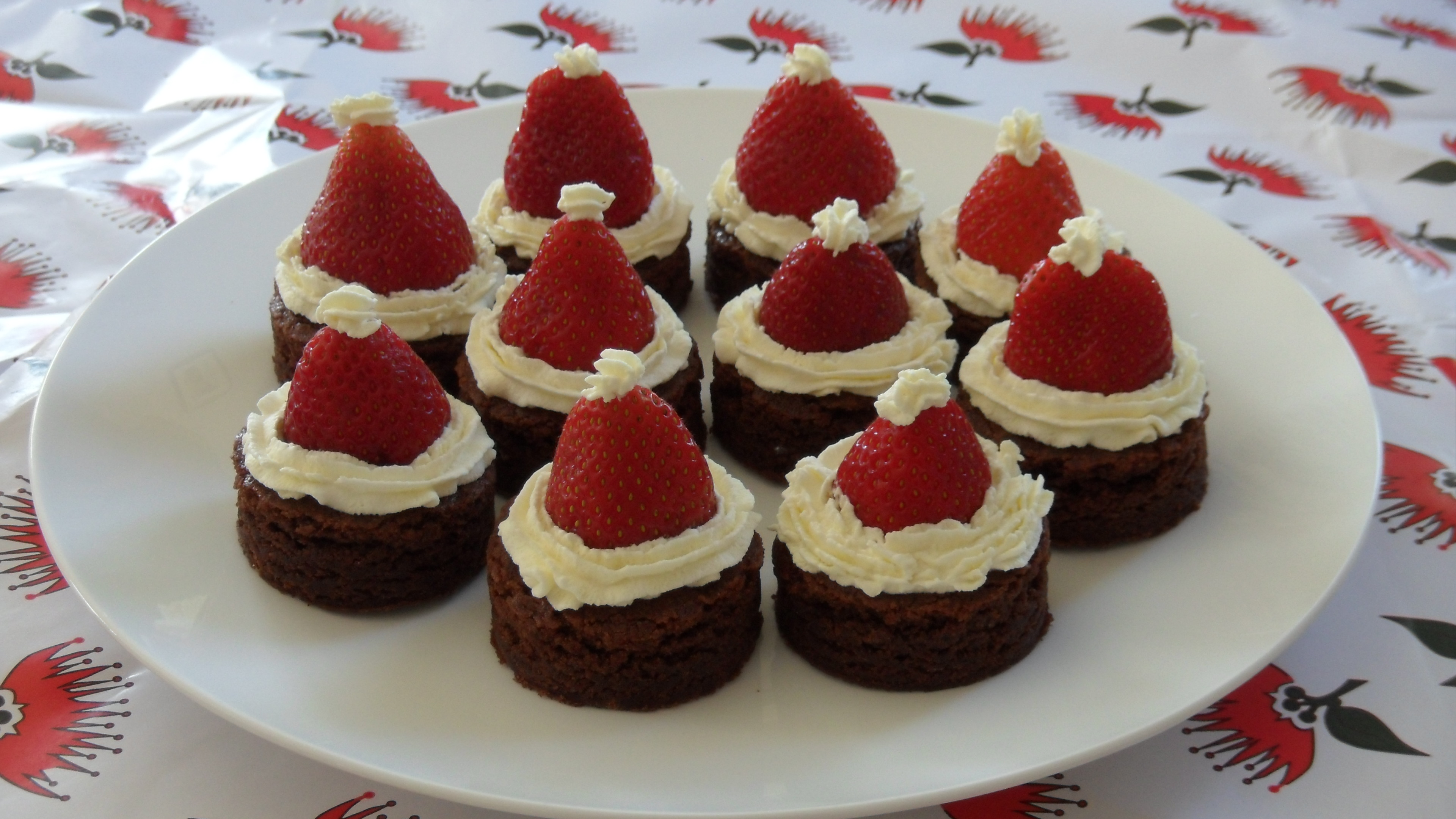 This recipe came from the New Zealand Woman's Day issue of 9 December, 2013. I was going to make the Strawberry and Cream Cheese Santas again for Christmas ...