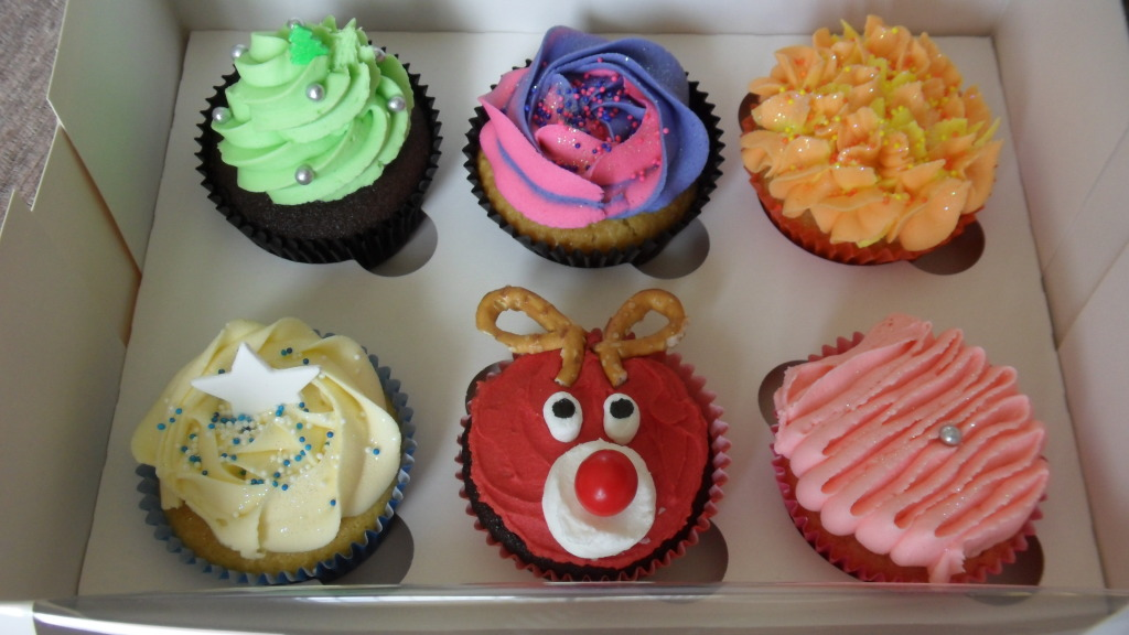 Cupcake Decorating Ideas Butter Icing : Christmas Cupcake Decorating